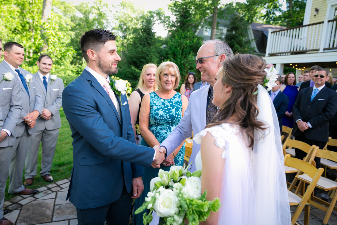 Dad hands off bride to groom