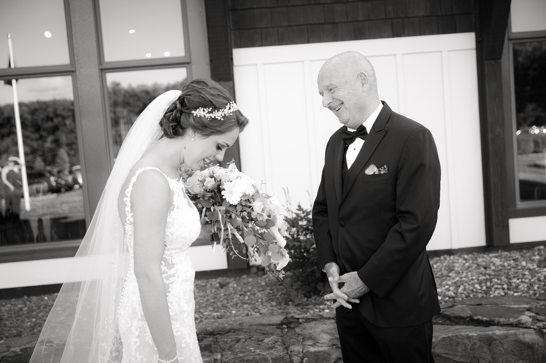Dad sees the bride for first time